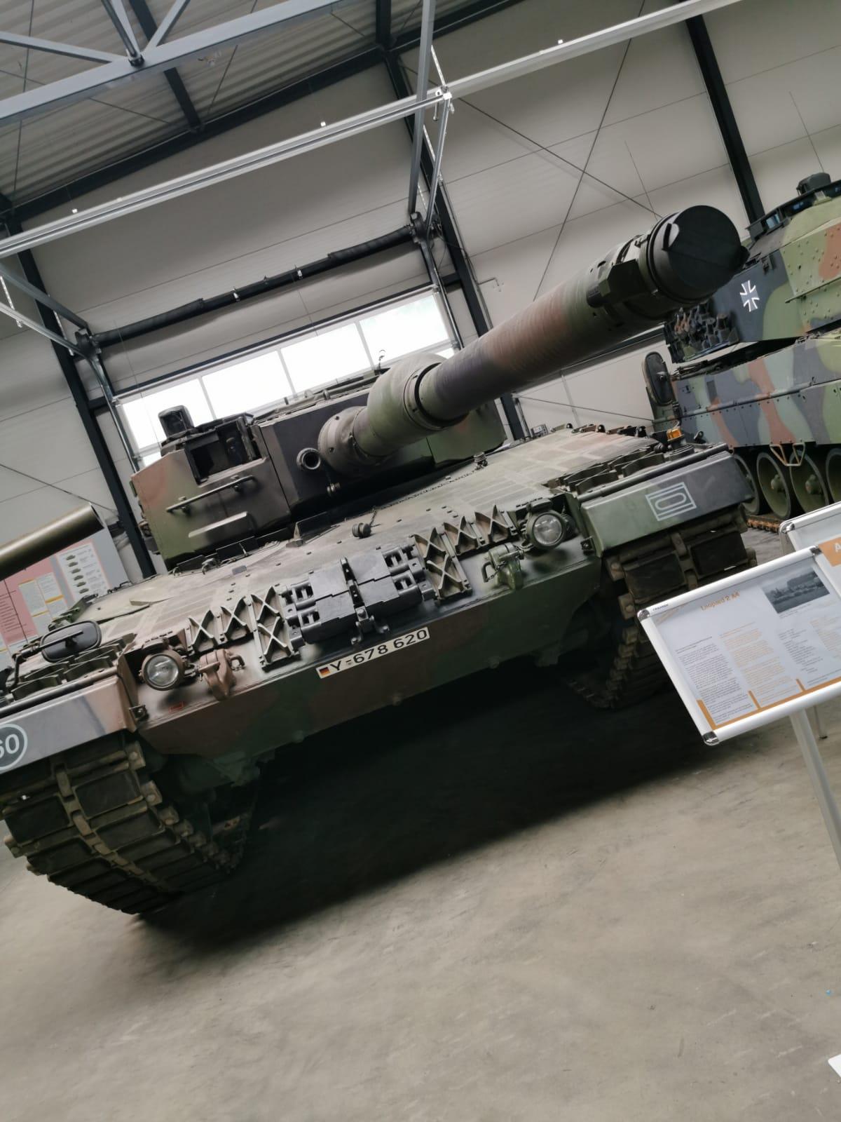 Leopard-2-A4